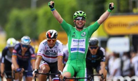 Cavendish a passar a meta e a festejar
