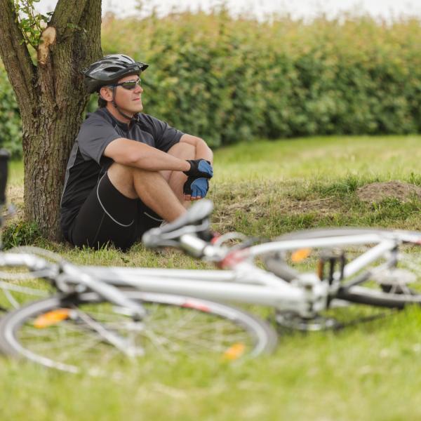 ciclista a descansar