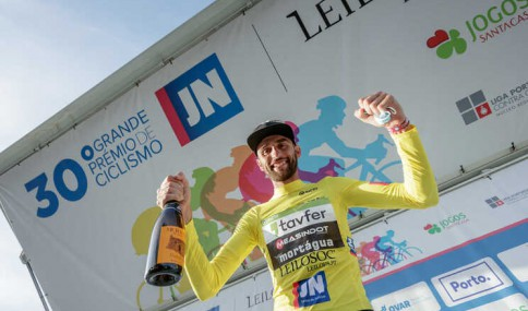 Joaquim Silva celebrating victory
