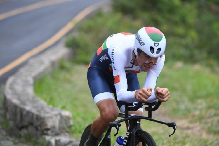 Nélson Oliveira a pedalar