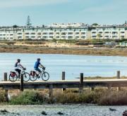 Friends doing a bike tour in the Algarve
