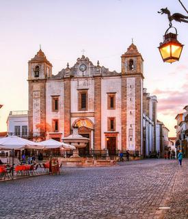 Praça do Giraldo, em Évora
